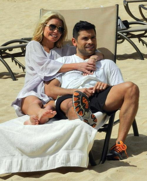 Kelly Ripa con su esposo, Mark Consuelos.