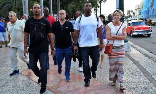 Ken Griffey y Barry Larkin en su llegada a la Habana, Cuba. (CubaDebate)