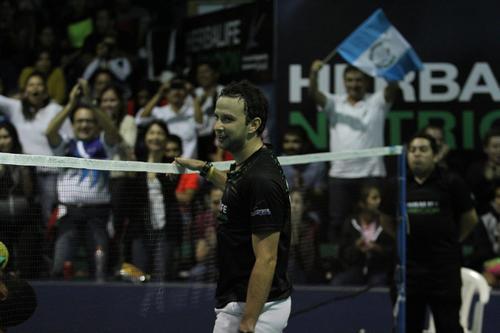 Kevin celebró la victoria junto a su público. (Foto: Pedro Pablo Mijangos/ Soy502)