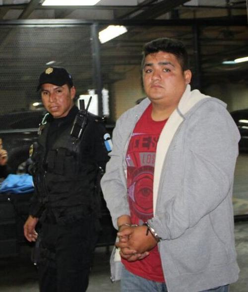 Kevin Schwarzenegger Ochoa Marín de 22 años fue capturado en la 15 avenida y 18 calle zona 6, en el interior de un bus del transporte urbano de la ruta 3. (Foto: PNC)
