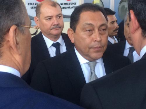 El titular López Bonilla durante su permanencia en el hospital. Foto Luis Barrios/Soy502