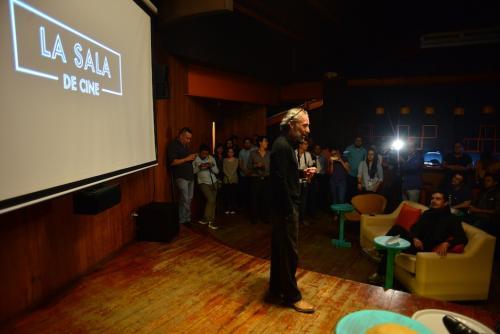 El director del Centro Cultural Miguel Ángel Asturias, Álvaro Véliz, durante la inauguración de La Sala de Cine. (Foto: Jesús Alfonso/Soy502)