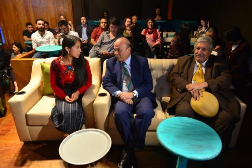 La actriz María Mercedes Coroy, madrina del proyecto, junto al ministro de Cultura y Deportes, José Luis Chea Urruela, y el viceministro de Cultura, Maximiliano Araujo. (Foto: Jesús Alfonso/Soy502)