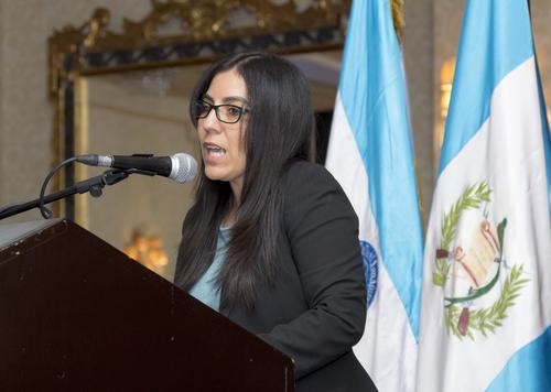 Martha Pérez de Chen, decana de la Facultad de Ciencias Económicas y Empresariales, inauguró oficialmente el programa. (Foto: Eddie Lara/Soy502)
