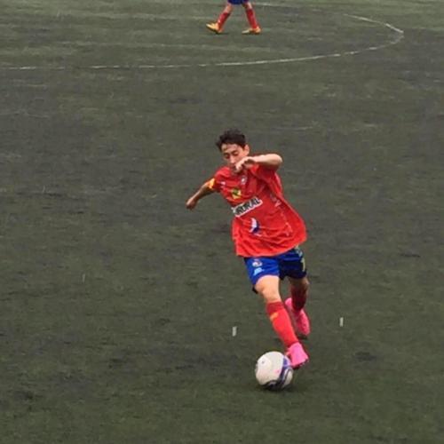 A sus 15 años firmó con los rojos, donde estuvo hasta que consiguió fichar por el Pro Levante. (Foto: Facebook del jugador)