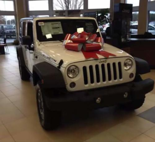 Esta es la imagen del Jeep que circuló del regalo para Rubí. (Foto: laprensa.hn)