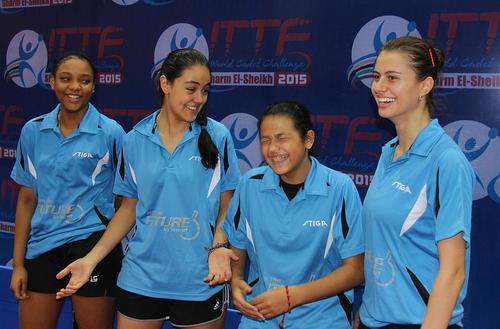 Este es el equipo femenino de Latinoamérica. De izquierda a derecha: Esmerlyn Castro (República Dominicana); Lucía Cordero (Guatemala); Adriana Díaz (Puerto Rico) y Bruna Takahashi (Brasil). (Foto: Cortesía)