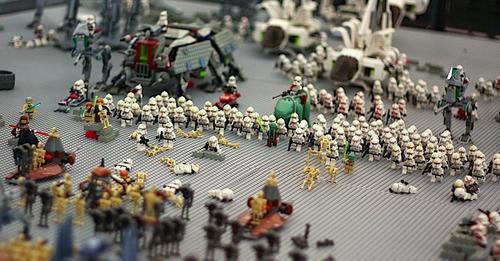 La demanda de productos de Star Wars facilitó el crecimiento económico de Lego. (Foto: Mashable.com)