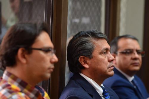 Aleksander Castillo (derecha), Juan Alcázar (centro), y Selvin García fueron los tres exdiputados ligados a proceso y enviados a prisión preventiva. (Foto: Jesús Alfonso/Soy502)