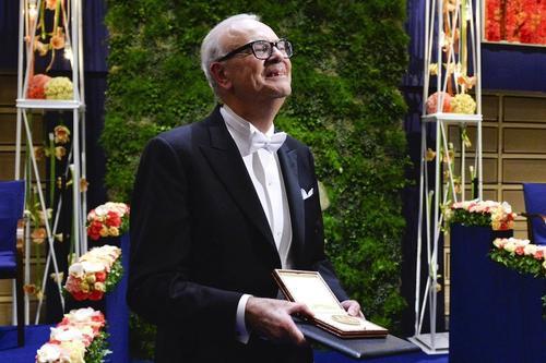 Patrick MOdiano recibiendo el Premio Nobel de Literatura 2014. (Foto: AFP)