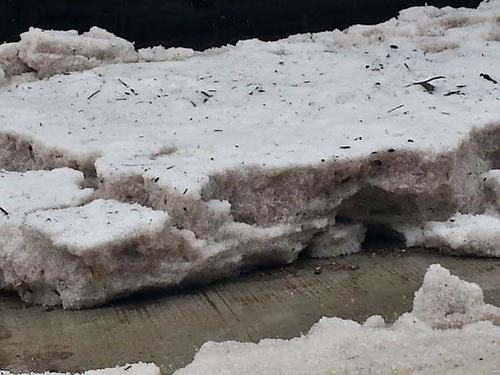 Las lluvias y el granizo provocaron una gruesa capa de hielo que llegó a los 15 centímetros de alto. (Foto: Ronald López/NuestroDiario)