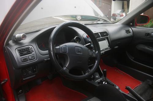Este es el interior del vehículo de Edwin Lobos. (Foto: César Pérez)