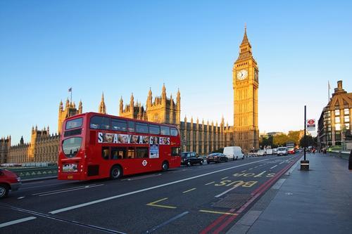 En Londres los buses son comunes y se utilizan para transportar a varias personas de forma cotidiana.  (Foto: www.my-flyon.com)