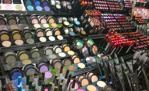 Un estudio de la Universidad de California encontró que diversos químicos habitualmente hallados en cosméticos pueden causar muchos problemas de salud.  (Foto: mejorconsalud.com)