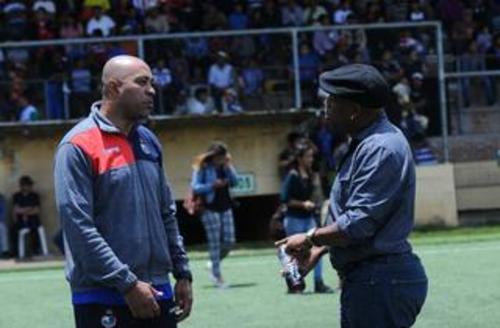 Wright y Medford fueron compañeros en la Selección de Costa Rica, también jugaron en Saprissa de aquel país.