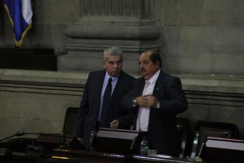 Luis Rabbé y su hermano Alfredo Rabbé durante una sesión plenaria en el Congreso. (Foto: Archivo/Soy502)
