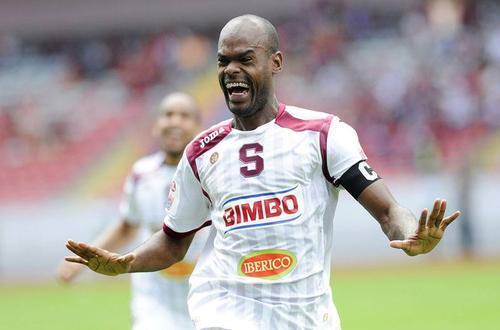 El panameño, Adolfo Machado, también se vio afectado en 2011, en ese entonces jugaba con Comunicaciones. Actualmente juega en Saprissa de Costa Rica, donde ya fue tres veces campeón. Pasó dos años suspendido. (Foto: Archivo)