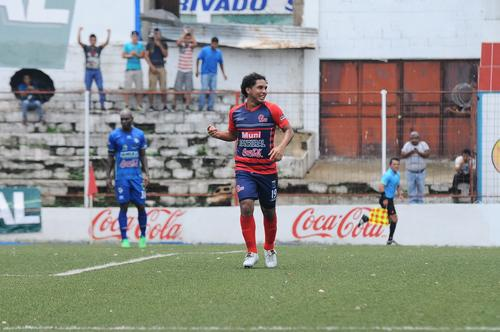 """""""Juanito"""" le hizo cinco goles a su exequipo (Cobán) el domingo pasado. (Foto: Esner Navarro/Nuestro Diario)"""