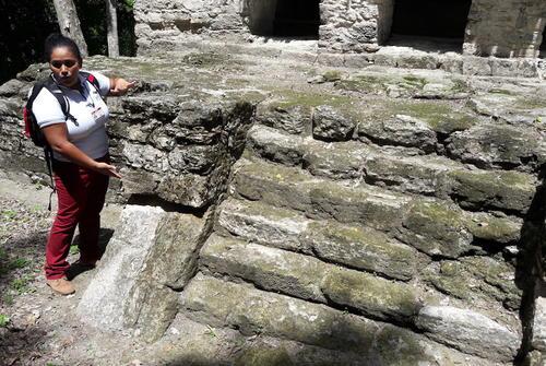 Manola Lima es ahora una experimentada guía de turistas. (Foto: Javier Lainfiesta/Soy502)