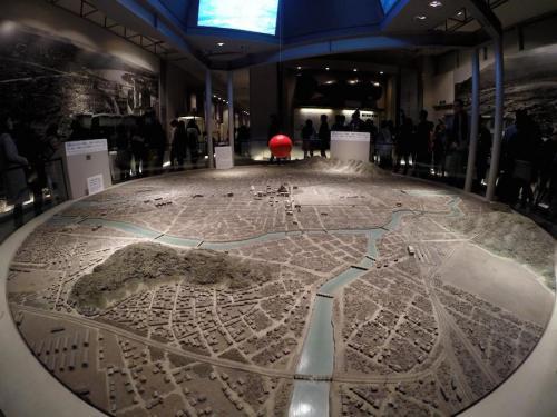 Maqueta que muestra la superficie de Hiroshima que fue devastada por la bomba atómica, en el Museo de esa ciudad. (Foto: Cortesía Juan Carlos Sandoval)
