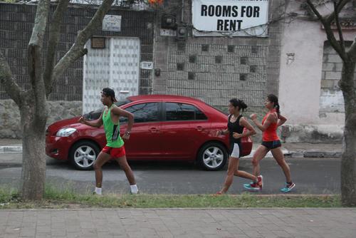 Los marchistas entrenan en la avenida Simeón Cañas en la zona 2 capitalina pero deben enfrentarse a muchos inconvenientes de seguridad. (Foto: Luis Barrios/Soy502)