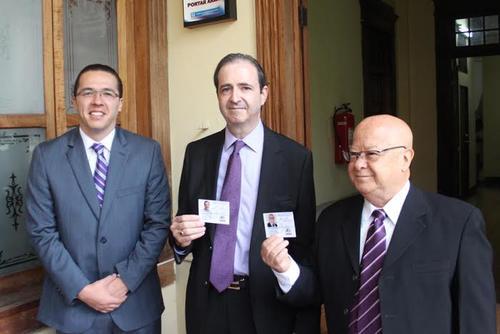 Mario Alberto García (centro) es candidato a la vicepresidencia por el partido TODOS.  (Foto: Archivo/Soy502)