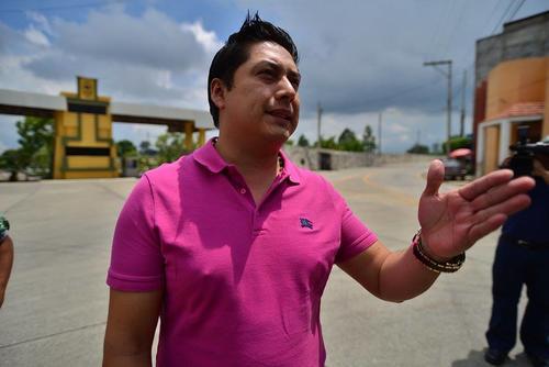 El abogado acudió la mañana del sábado al Centro Médico Militar para conocer el estado de salud de Baldetti. (Foto Wilder López/Soy502)