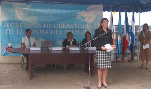 Durante el Gobierno de Álvaro Colom, Marla Castañeda (al centro), se hizo cargo de la SOSEP. (Foto: ambafrance-gt.org)