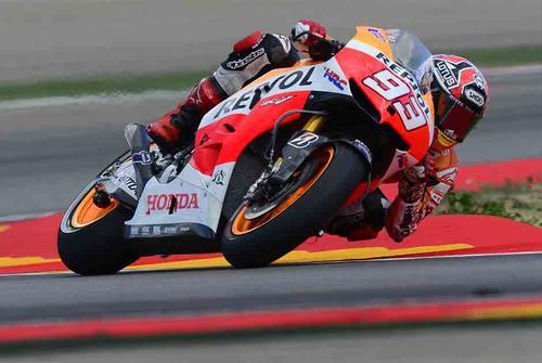 El piloto español Marc Márquez  se alza con el triunfo en el gran premio de Moto GP de Aragón, España. (AFP)