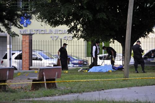 Jairo Orellana se salvó de un atentado en su contra, ocurrido en una clínica de la zona 15 de la capital guatemalteca. Su seguridad murió en el lugar.