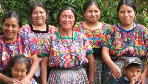 Mujeres artesanas promueven su trabajo en Europa, Asia, Australia y Medio Oriente. (Foto: Youtube/Mayaworks)