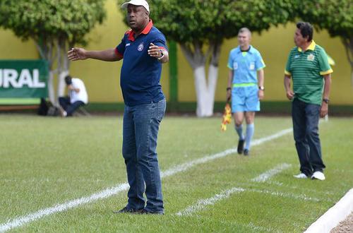 Hernán Medford dirigió el domingo pasado ante Guastatoya, tras la derrota de su equipo 2-0 puso su cargo a disposición. (Foto: Archivo)