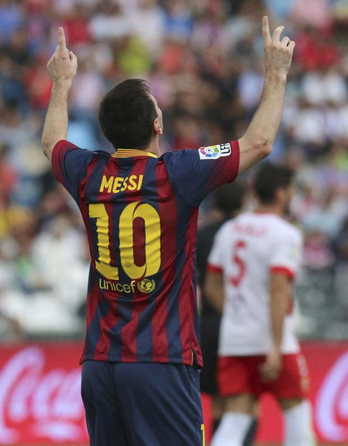Messi anotó el 1-0 ante el Almería al minuto 20, luego se lesionó. (Carlos Barba/EFE)