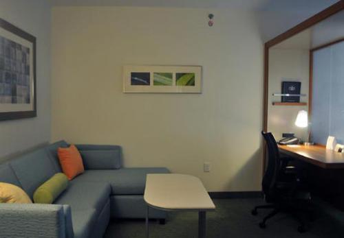 Suite del hotel Springhill en Mcallen, Texas donde se hospedó el presidente.