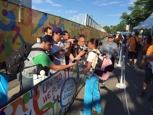 Mirna Ortiz habla con los medios, tras haber sido descalificada de la prueba de los 20k. (Foto: Álvaro Yool/ Nuestro Diario)