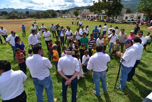 La presencia de personas del lugar para escuchar a Giammattei fue mínima. (Foto: Wilder López/Soy502)