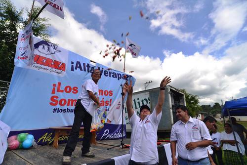 Al finalizar el mitin, los organizadores lanzaron dulces a los niños que estaban en el lugar. (Foto: Wilder López/soy502)