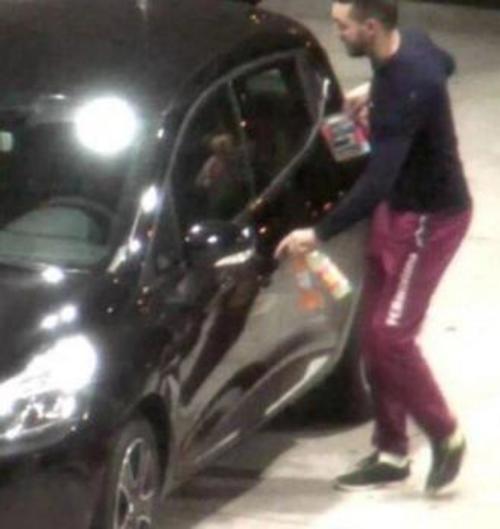 Mohamed Abrini captado por las cámaras de seguridad de una gasolinera. (Foto: El Confidencial)