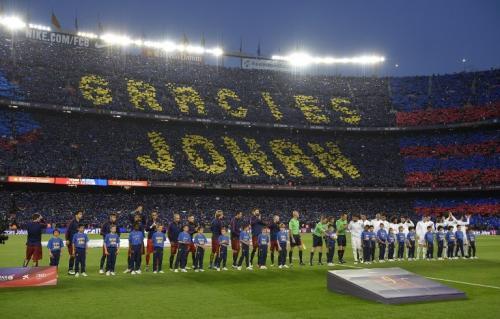 Así fue el homenaje a Johan en el Camp Nou. (Foto: AFP)