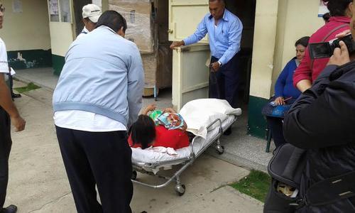 La mujer fue trasladada del área de consulta externa al Hospital del IGSS en Jalapa para ser internada.  (Foto: miJalapa.com)