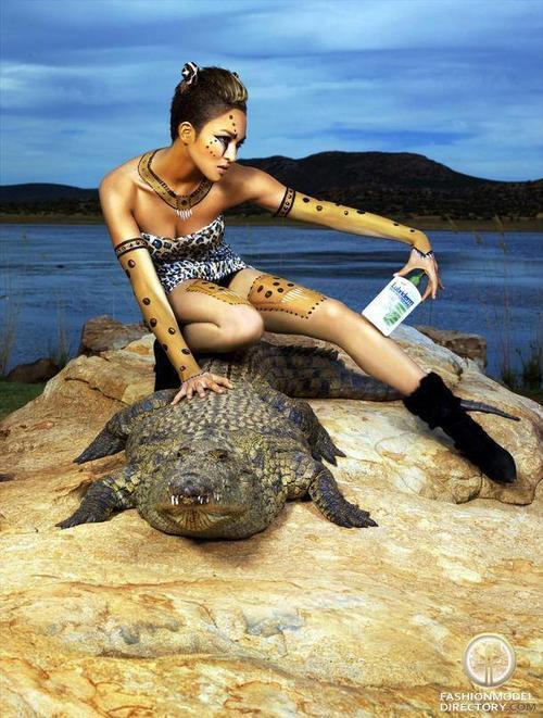 La modelo estadounidense Naima Mora, ganadora de la cuarta temporada del reality America's Next Top Model es la invitada de honor de la pasarela.