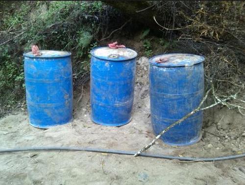 Los toneles plásticos contienen sustancias químicas utilizadas para fabricar drogas sintéticas, según informó la SGAIA.  (Foto: Nuestro Diario)