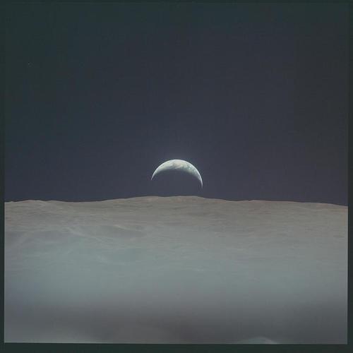 """La tierra en """"cuarto menguante"""" desde la luna. (Foto: Nasa)"""