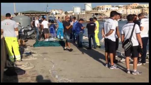 """Autoridades de la región de Lampedusa dijeron a medios de prensa """"el mar está lleno de inmigrantes muertos"""""""