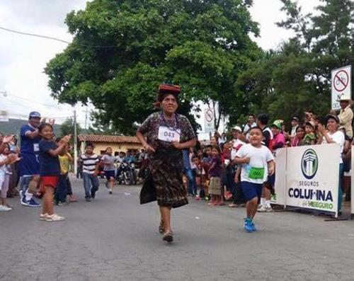 Nicolasa fue premiada por su esfuerzo en la carrera. (Foto: Colegio Bautista)