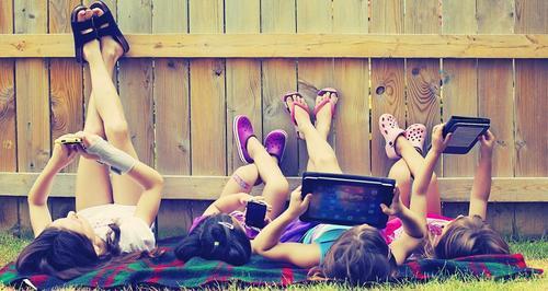 Los niños generan poca tolerancia a la frustración con los dispositivos electrónicos. (Foto: phisios.com)
