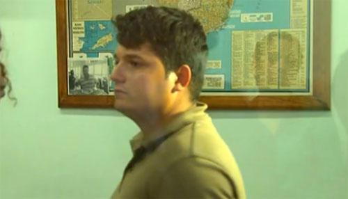 Las autoridades brasileñas capturaron a Abimael Moreira Caldeira Costa acusado de intentar vender a su hijo a través de una página de internet. (Foto: www.parana-online.com.br)