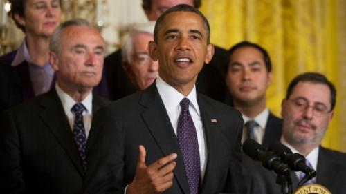 El presidente hizo su comparecencia desde el Salón Este de la Casa Blanca rodeado de representantes de diversas organizaciones que apoyan la reforma migratoria.