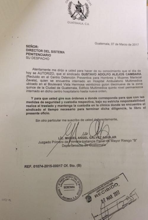 Esta es el oficio que envió el juez Miguel Ángel Gálvez al Sistema Penitenciario para informar que permanecerá recluido en el Hospital Ambulatorio Multimédica hasta nueva orden. (Foto: Soy502)