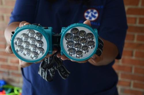 Las luces son indispensables para guiar el camino. (Foto: Selene Mejía/Soy502)